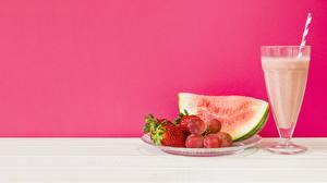 Hintergrundbilder Wassermelonen Saft Erdbeeren Weinglas Lebensmittel