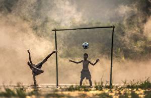 Photo Asiatic Footbal Goalkeeper (football) Fog Boys Ball 2 Children