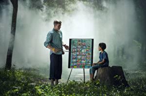 Fotos Asiaten Mann Baumstumpf Gras 2 Sitzend Kinder