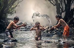 Fotos Asiatische Bach Wasser spritzt Jungen Drei 3 kind