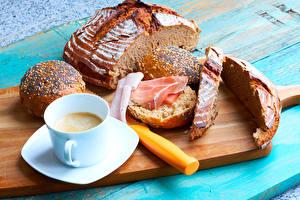 Fotos Brot Kaffee Schinken Brötchen Schneidebrett Frühstück Tasse