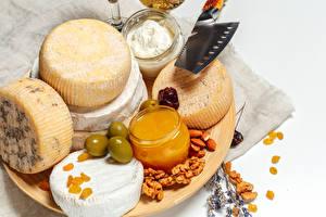 Fotos Käse Schalenobst Oliven Honig Schneidebrett Lebensmittel