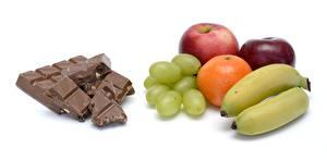 Hintergrundbilder Schokolade Äpfel Weintraube Apfelsine Bananen Weißer hintergrund Lebensmittel