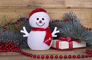 Bilder Neujahr Ast Schneemänner Schal Geschenke Mütze