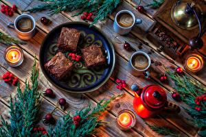 Bilder Neujahr Törtchen Kaffee Pfeifkessel Kerzen Beere Bretter Teller Tasse Ast Kugeln Lebensmittel
