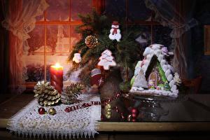 Fotos Neujahr Kerzen Backware Gebäude Kekse Stillleben Fenster Zapfen Kugeln Design Fausthandschuhe Schneemänner Lebensmittel