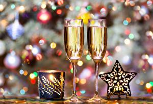 Hintergrundbilder Neujahr Champagner Kerzen Weinglas Stern-Dekoration Lebensmittel