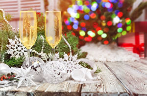 Pictures Christmas Champagne Wood planks Stemware Two Food
