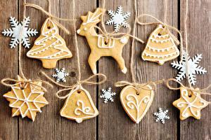 Fotos Neujahr Kekse Hirsche Bretter Design Schneeflocken Weihnachtsbaum Glocke Lebensmittel