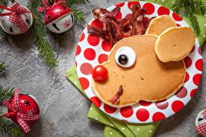Fotos Neujahr Eierkuchen Tomate Kugeln Teller Schnauze Design Lebensmittel