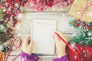 Bilder Neujahr Vorlage Grußkarte Bretter Notizblock Ast Hand Bleistift Schneeflocken