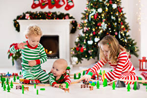 Bilder Neujahr Spielzeuge Drei 3 Junge Kleine Mädchen Baby kind
