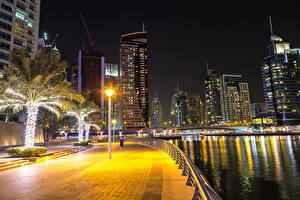 Picture Dubai Emirates UAE Houses Rivers Street lights Palms Fence Night time Waterfront Cities