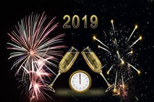 Fotos Feuerwerk Neujahr Champagner Uhr Weinglas 2019