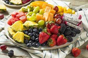 Bilder Obst Beere Erdbeeren Heidelbeeren Brombeeren