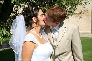 Bilder Mann Paare in der Liebe Heirat Kuss Bräutigam Brautpaar Mädchens