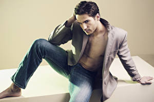 Fotos Mann Model Jeans Pose