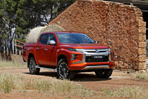 Fotos Mitsubishi Pick-up Orange 2018 Triton Double Cab TH-spec