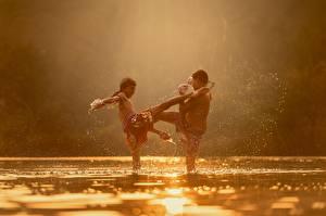 Fotos Flusse Asiatische Zwei Schlägerei Junge Kinder