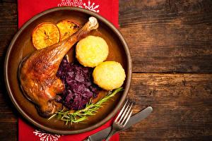 Fotos Hühnerbraten Kartoffel Bretter Teller Lebensmittel