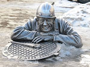 Pictures Russia Man Monuments Snow Omsk, the monument to the plumber stepanych Cities