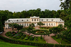 Bureaubladachtergronden Rusland Parken Paleis Gazon Bomen House in down park Peterhof een stad