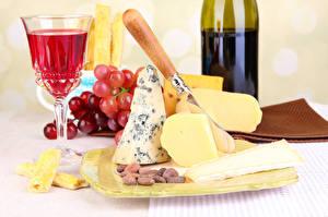 Fotos Stillleben Wein Käse Weintraube Nussfrüchte Weinglas