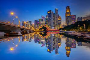 Bilder Vereinigte Staaten Gebäude Flusse Brücken Abend Chicago Stadt Spiegelung Spiegelbild Straßenlaterne Städte