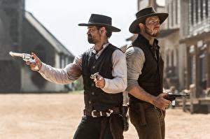 Hintergrundbilder Chris Pratt Pistolen Mann Cowboy Zwei Der Hut Revolver Magnificent seven 2016 Film