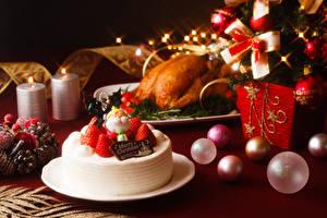 Bilder Neujahr Torte Erdbeeren Kugeln Teller Design Lebensmittel