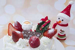 Hintergrundbilder Neujahr Torte Erdbeeren Schneemänner Mütze
