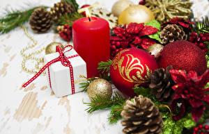 Bilder Neujahr Kerzen Zapfen Kugeln Geschenke