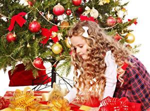 Bilder Neujahr Weihnachtsbaum Schleife Kugeln Geschenke Kleine Mädchen Kinder