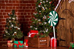 Bilder Neujahr Tannenbaum Geschenke Tür Stiefel