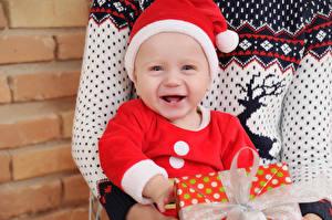 Hintergrundbilder Neujahr Baby Mütze Glücklich