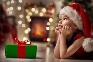 Images New year Little girls Winter hat Gifts Hands Children
