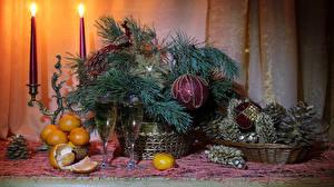 Fotos Neujahr Stillleben Mandarine Schaumwein Kerzen Ast Kugeln Weinglas Zapfen Lebensmittel