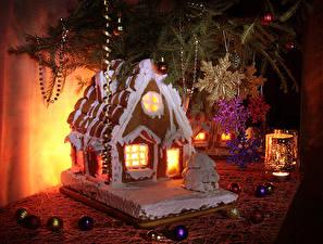 Fotos Neujahr Stillleben Backware Gebäude Kerzen Design Kugeln Schneeflocken Lebensmittel