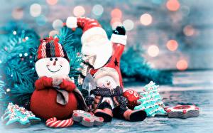 Bilder Neujahr Drei 3 Weihnachtsmann Schneemänner Mütze Schal Lächeln