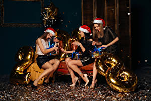 Fotos Neujahr Drei 3 Mütze Geschenke Freude