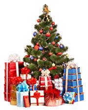 Bilder Neujahr Weißer hintergrund Weihnachtsbaum Kugeln Geschenke