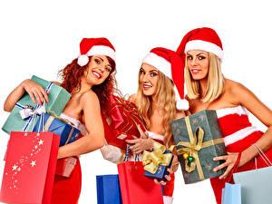 Hintergrundbilder Neujahr Weißer hintergrund Drei 3 Mütze Geschenke Lächeln Blick Mädchens