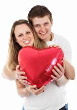 Fotos Finger Mann Paare in der Liebe Weißer hintergrund 2 Herz Hand Lächeln Umarmung Mädchens