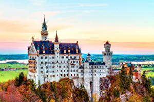 Hintergrundbilder Schloss Neuschwanstein Herbst Deutschland Burg Bayern Felsen Städte