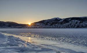 Bilder Norwegen Winter Flusse Sonnenaufgänge und Sonnenuntergänge Gebirge Wälder Eis Namsen river Natur