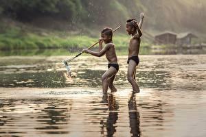 Fotos Flusse Fische Asiatische Fischerei 2 Junge Kinder