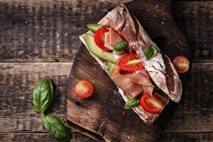 Fotos Sandwich Brot Schinken Tomate Bretter Schneidebrett Lebensmittel