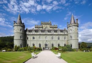 Tapety na pulpit Szkocja Zamek Wieże Ławka Trawnik Ścieżka Inveraray Castle miasto