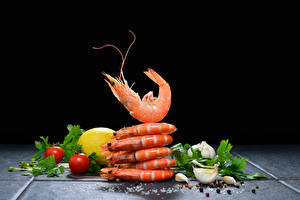 Pictures Seafoods Caridea Allium sativum Tomatoes Lemons Black pepper Black background