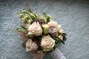 Fotos Sträuße Rosen Lisianthus Blütenknospe Blumen
